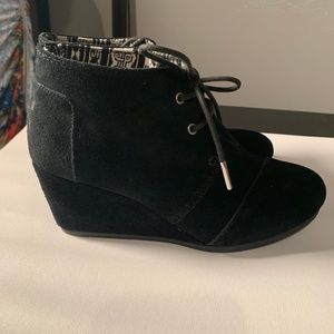Toms Black Suede Women's Booties Sz 7